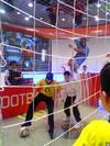 Oxford CircusにあるNIKE Shop 中で子供地がフットボールで遊んでた